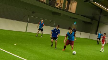 € 2,50 korting op een uur indoor soccer
